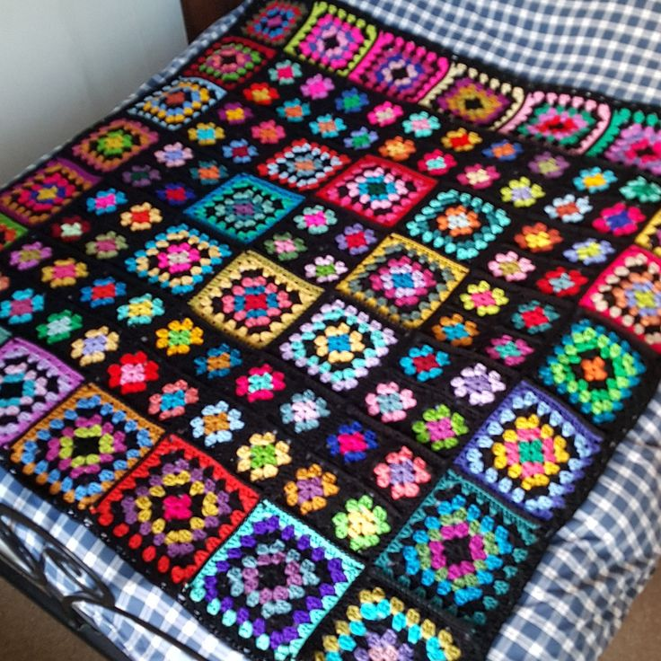 Final round of these granny squares, as I crochet this blanket together.