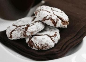 Das perfekte KEKSE - Eingeschneite Schokokekse-Rezept mit einfacher Schritt-für-Schritt-Anleitung: Butter und Schokolade zusammen schmelzen.