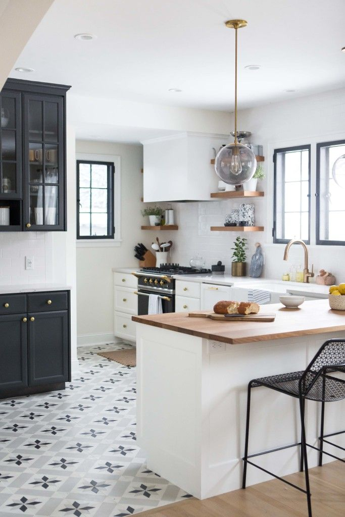 Kitchen in white grey and black