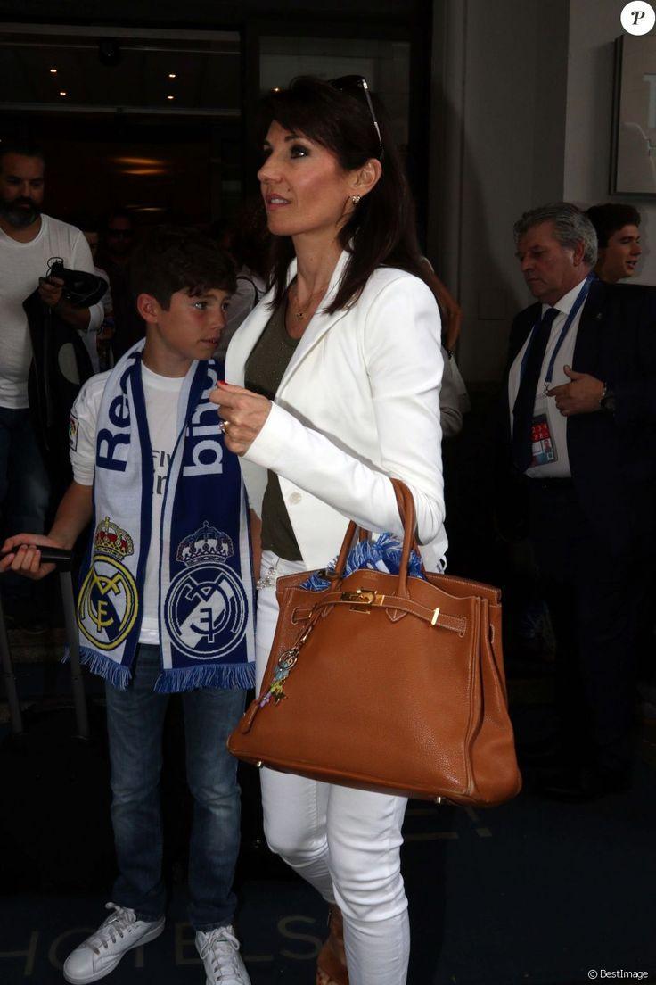 Veronique Zidane (la femme de Zinedine Zidane) se rend au Meazza Stadium avec son fils Elyaz pour assister à la finale de la ligue des champions remportée par Le Real Madrid à Milan, le 28 mai 2016.
