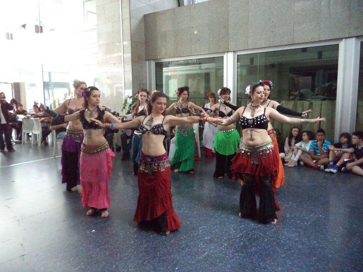 Fantastiche #aysel #tribe! con la #tribal #bellydance in via Padova a Milano il 18 maggio 2014!