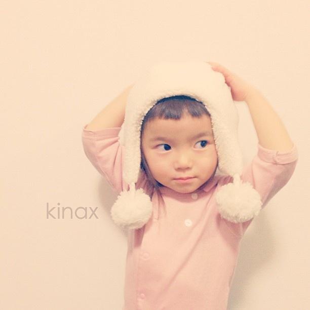 *  Although I like her hat, she doesn't like it  *  しまじろうのポケットイングリッシュで英語カードをもらったんだけど、ちびっこは  eggを「たーまごーぅ」  potatoを「じゃがーぃもぅー」って言ったよ…ʕ •́؈•̀ ₎w  *  そんなの教えてないけどナゼ…ʕ •́؈•̀ ₎w  *  #親バカ部 #children #kids #ぱっつん - @kinax- #webstagram
