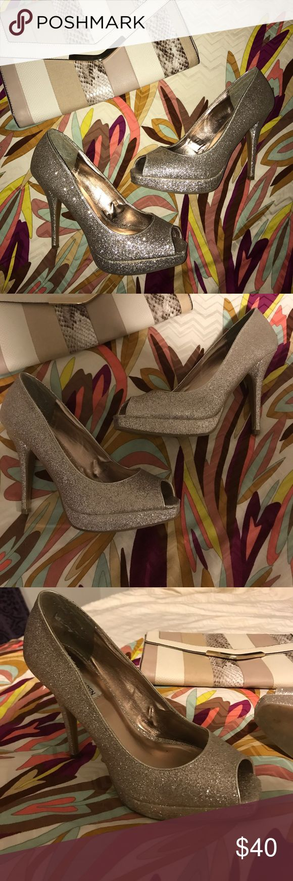 Gold Peep Toe Heels Beautiful shoes for a night out! You'll be sure to shine in these beauties. Still look like new. Approximately 4.5 inch heel Steve Madden Shoes Heels