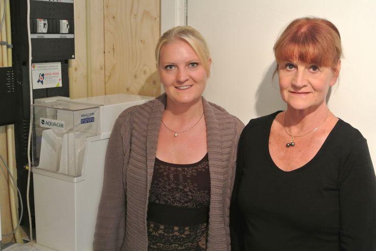 Mevrouw Groeneveld uit Gelderland samen met haar dochter bij de AquaCell