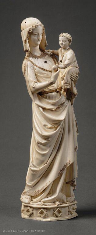 Vierge à l'Enfant de la Sainte-Chapelle  La grande Vierge en ivoire du Trésor de la Sainte Chapelle de Paris est mentionnée dans un inventaire du Trésor, daté de 1265-1279. Il pourrait s'agir d'un cadeau de Saint Louis (1214-1270)   http://www.louvre.fr/routes/objets-dart