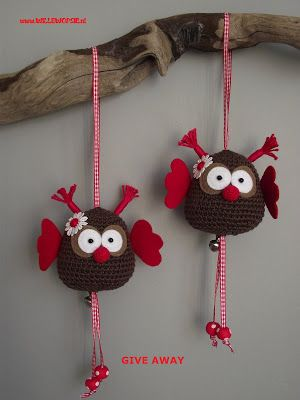 These owls are so cute.  I HAVE* to learn to crochet soon from my mom!