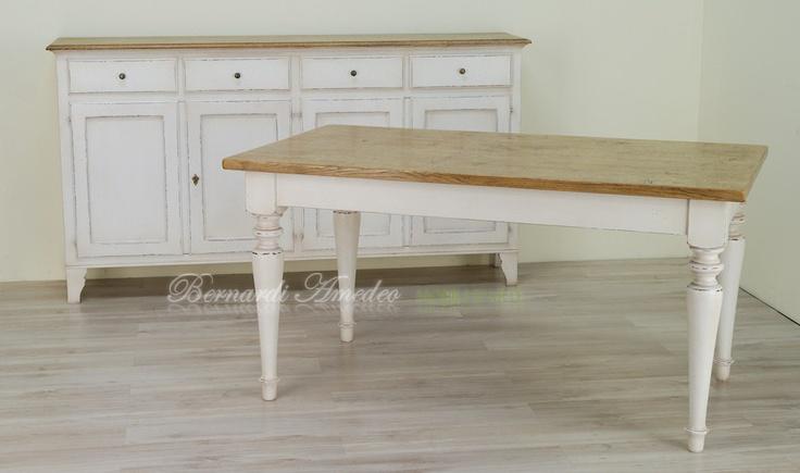 Credenza e tavolo laccati avorio e rovere
