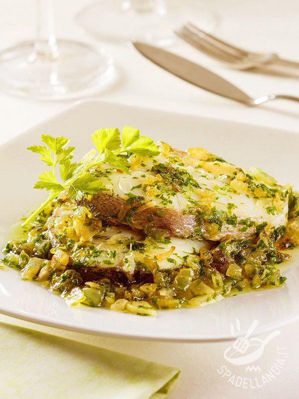 Il Luccio alle cipolle è una ricetta davvero gustosa, perfetta per apprezzare il sapore di un pesce di acqua dolce che entra raramente sulle nostre tavole!