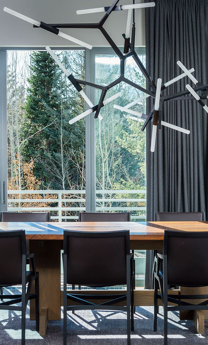 Agnes 20-bulb chandelier in blackDesign by Gloria Cortina