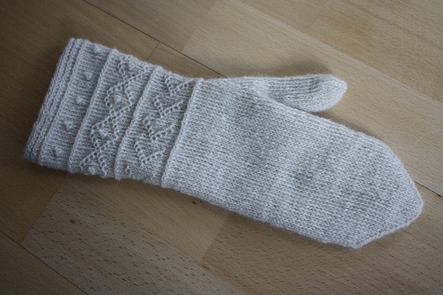Twined Knitting Mitten...free pattern