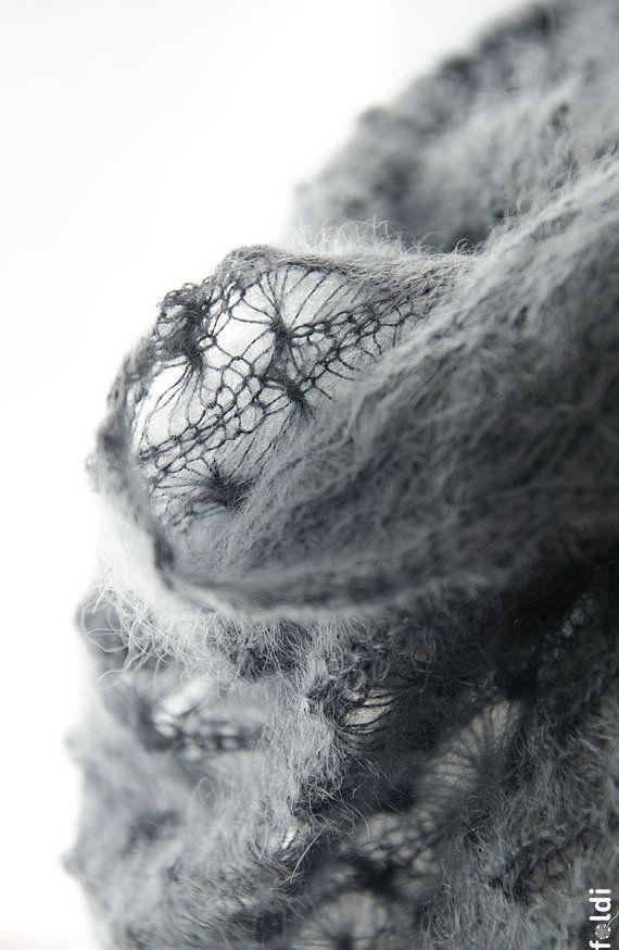 Tricot cagoule dentelle, capot de dentelle de soie et mohair, snood tricot, dentelle mohair wrap en gris « Flocons de neige »