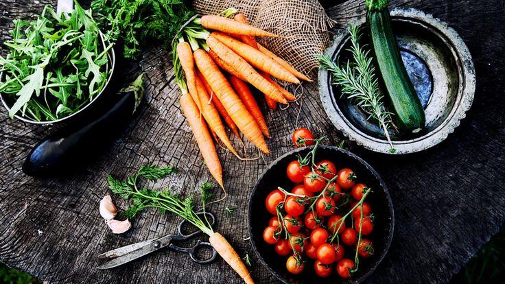 Veganisten vermijden het eten van dierlijke voeding vanwege het milieu, om ethische redenen of om gezondheidsredenen. Het volgen van een strikt plantaardig voedingspatroon kan echter zorgen voor een hoger risico op tekorten aan voedingsstoffen. Dit is vooral het geval wanneer de veganistische maaltijden niet goed gepland zijn. Voor veganisten die gezond willen blijven is het […]