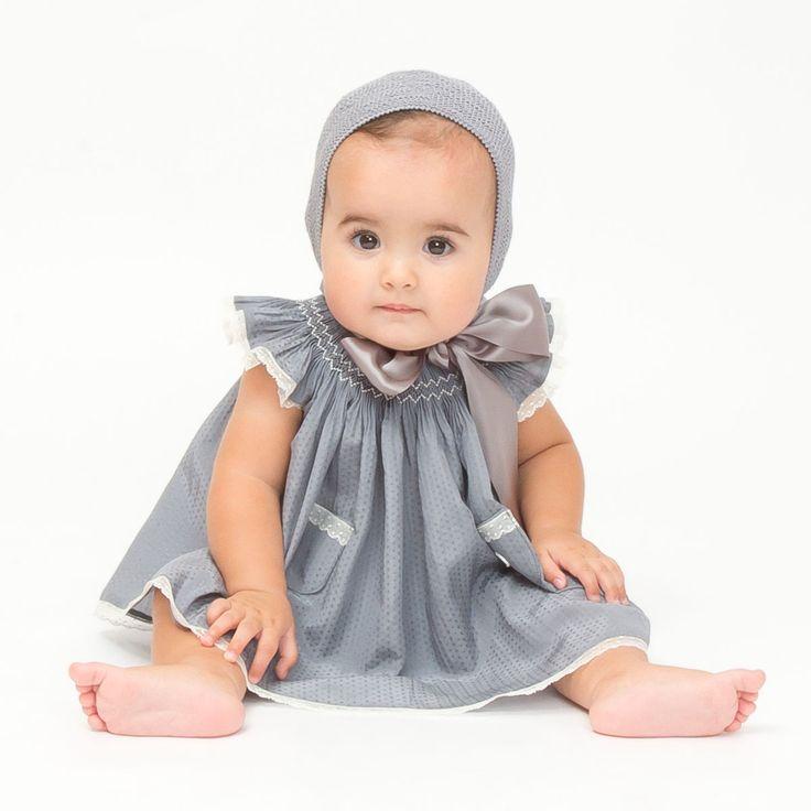 Vestido de Casilda y Jimena para los más bebes (y adorables) invitados a la boda #flowergirl #pajes #tendenciasdebodas