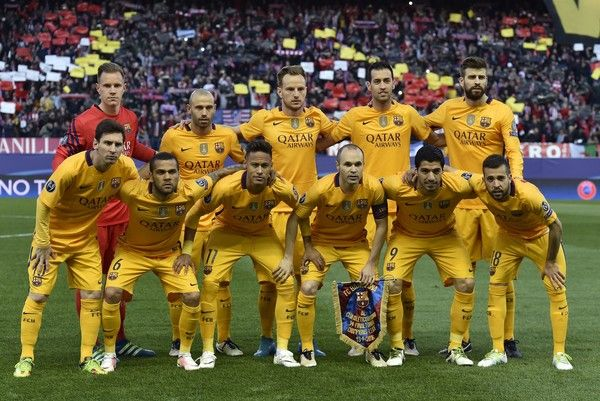 Barcelona's team players pose before the Champions League quarter-final second leg football match Club Atletico de Madrid VS FC Barcelona at the Vicente Calderon stadium in Madrid on April 13, 2016.