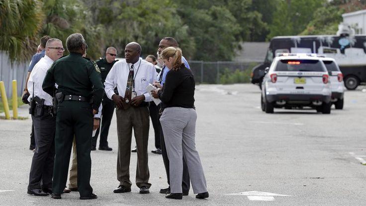 """EE.UU.: Muertos en un tiroteo en una zona industrial de Orlando Por Marc Santana Corresponsal en New York.  ORLANDO, Florida – Un tiroteo en Orlando habría dejado """"múltiples muertos"""", informó el alguacil Angelo Nieves del condado de Orange en esta ciudad."""