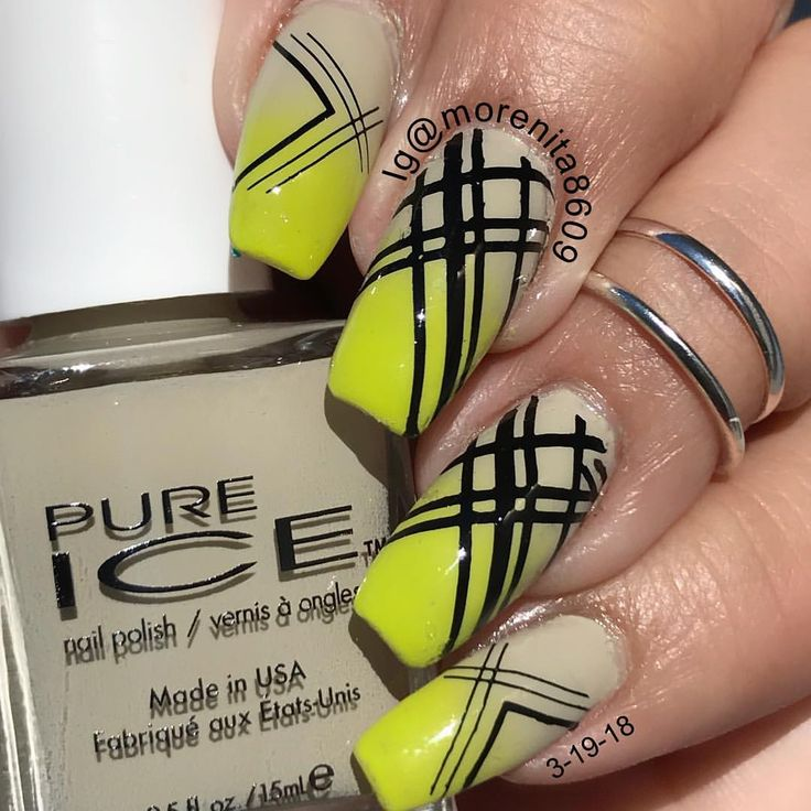 You can never have to many STRIPES  and some neon    #nails #nailart #nailstyle #sexynails #diseñodeuñas #style #fashion #uñasestampadas #pureice