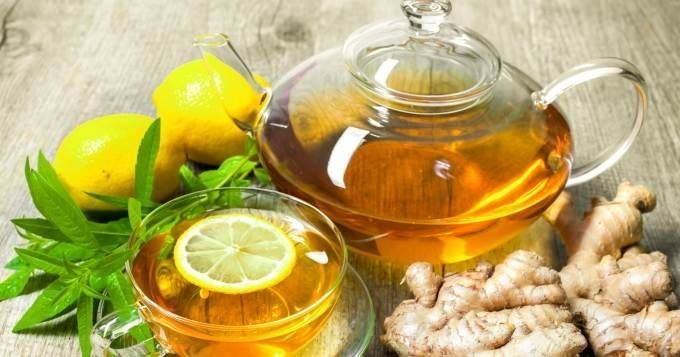 Infusion au gingembre  Si le gingembre est connu pour ses vertus aphrodisiaques en cuisine, il est également bénéfique pour la santé, grâce à ses principes actifs qui stimulent l'estomac. L'infusion au gingembre permet alors de diminuer la sensation de lourdeur que vous éprouvez et d'éviter les nausées et les vomissements. Il vous suffit d'ajouter un peu de gingembre en morceaux dans une casserole d'eau bouillante, de laisser infuser, puis de filtrer. A savourer avec un peu de citron et de…