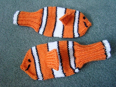 """Cute mittens! From """"Stitch Along with Me:"""" http://stitchalongwithme.blogspot.com/2012/01/happy-birthday-david.html"""
