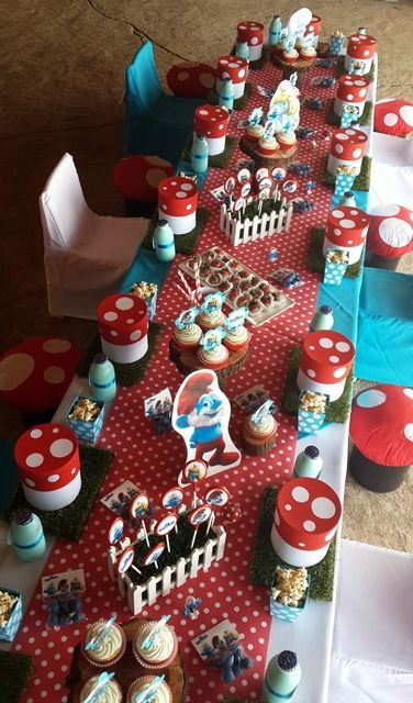 Smurfs-eating-table.jpg (376×640)