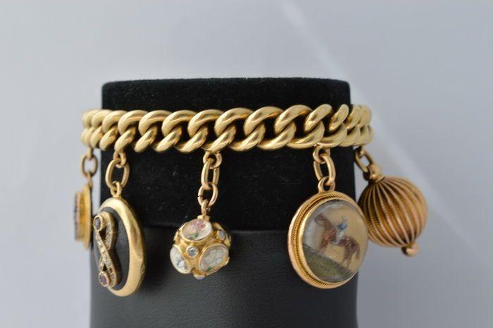 Catawiki Online-Auktionshaus: 18 Karat Gelbgold Bettelarmband mit diversen wundervollen Charmes