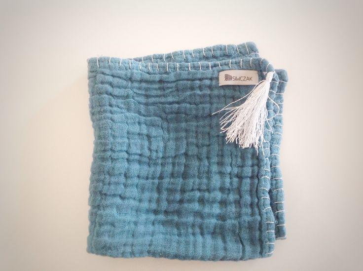 Chustka z 3-warstwowej gazy bawełnianej  Rozmiar 45x45cm  100%cotton, ręcznie barwione, srebrne wykończenie, dobrze chłonie wodę  #siwczakhome #handmade #babydiaper #babytowel #cotton #gauze