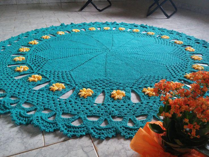 Tapete redondo barbante com flores, a cor preferida, tamanho 1,80 m de diâmetro, peso aproximadamente 4kg.  Prazo para confecção COMBINAR COM VENDEDOR!