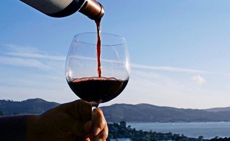 A week-end for an approach to the wine-world…..expert teaches and a gastronomy guide will accompany you in the discover of this precious nectar.