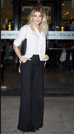 Mery del Cerro salió a comer con una camisa de gasa, pantalón palazzo, cartera con cadena y stilettos