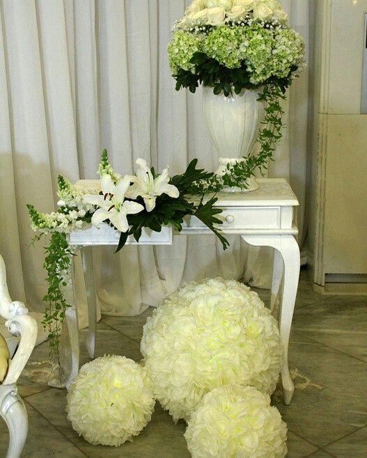 Dekorasi rangkaian bunga meja konsule