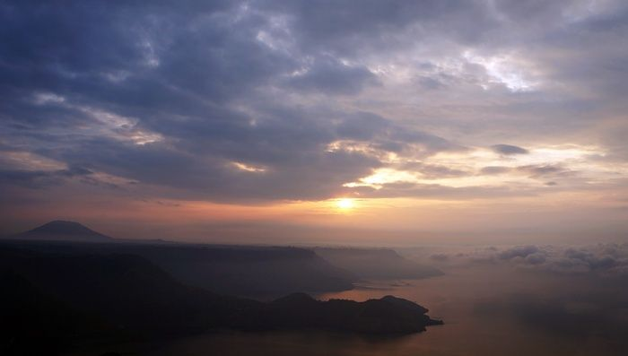 Sunrise at Lake Toba: This photo of the sunrise was taken from One Tree Hill at the Taman Simalem Resort, Merek. (Photo by Edna Tarigan)