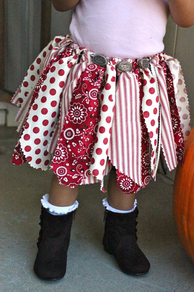 Darling Scrap Skirt - stinkin' cute! What a great way to use scraps!