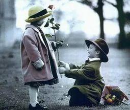 Знали ли Вы, что в прошлых столетиях существовал особый язык цветов – селам, с помощью которого люди, даря те или иные цветы, могли выражать абсолютно любые чувства! Так, веточкой цветущей вишни можно было признаться в любви, по количеству цветков гиацинта назначался день свидания, а посылая даме розу с миртом, рыцари предлагали руку и сердце и с надеждой ждали от избранницы маргаритки в знак согласия.