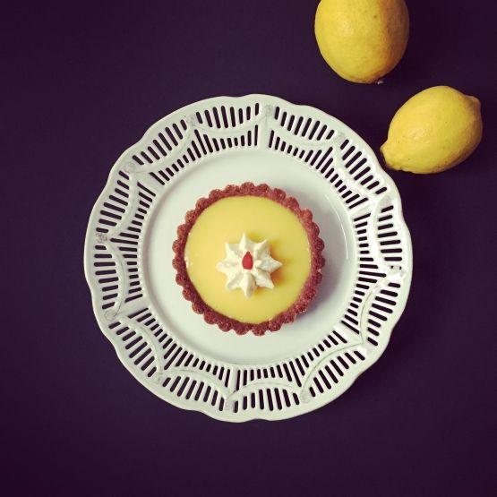 FeelGood Market online:The sunny Lemon Tart with strawberries.