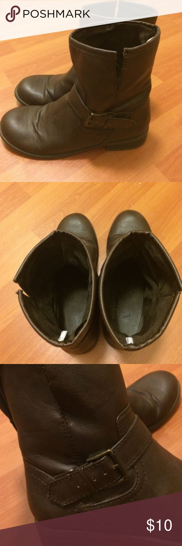 Old Navy ankle boots Slip on ankle boots! Dark brown great for fall or with skinny jeans! In good used condition Old Navy Shoes Ankle Boots & Booties