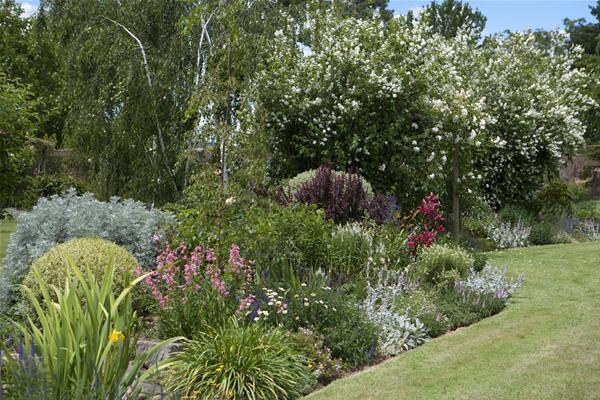 The Aussie Gardens | ... Rural Australian Gardens by Myles Baldwin, published by Murdoch Books