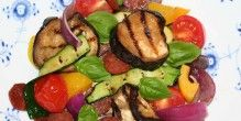 Smuk, stegt salat er med chorizoen fyldig nok til at være et måltid i sig selv. - Flere aubergine opskrifter
