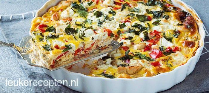 Maak in een handomdraai deze makkelijke en gezonde frittata met kip, puntpaprika en geitenkaas uit de oven