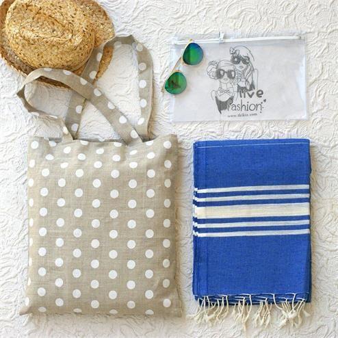 Mavi Puanlı Plaj Seti - Peştemal  Mavi Bikini Çantası Şeffaf  Kumaş Türü: Plaj Çantası %100 Keten  Peştemal %100 Pamuk Bikini Çantası PVC Paket İçeriği: 1 adet plaj çantası 1 adet peştemal  1 Adet Bikini Çantası