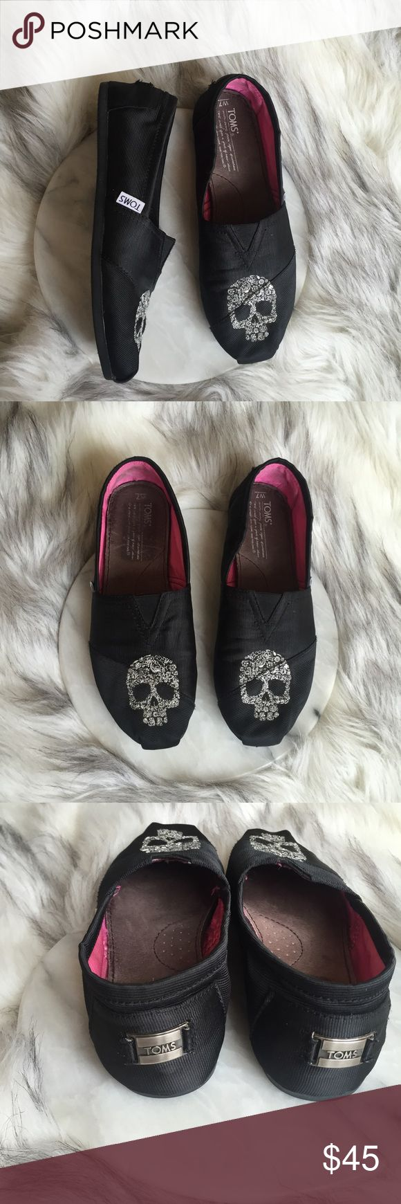 Toms shoes Toms shoes super cute.. open to offers TOMS Shoes Flats & Loafers