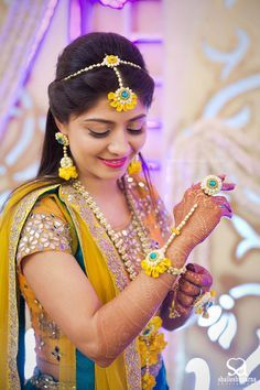 floral jewellery, floral jewellery for mehendi, floral jewellery for haldi, bride wearing floral jewellery, mehendi look ideas, haldi look ideas