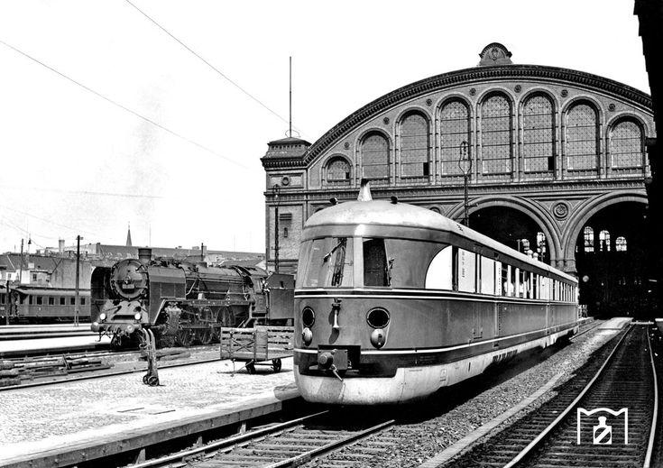 """1935 Ein SVT 137 der Bauart """"Hamburg"""" erreicht als FDt 571 aus Frankfurt den Anhalter Bahnhof in Berlin"""