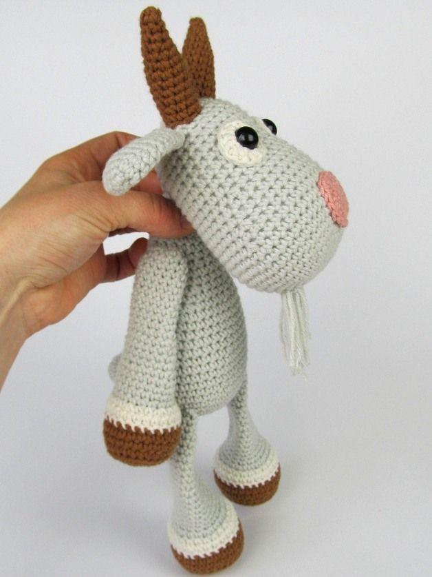 Amigurumi Häkelanleitung für eine Ziege / diy crocheting instructio: amigurumi goat made by DioneDesign via DaWanda.com