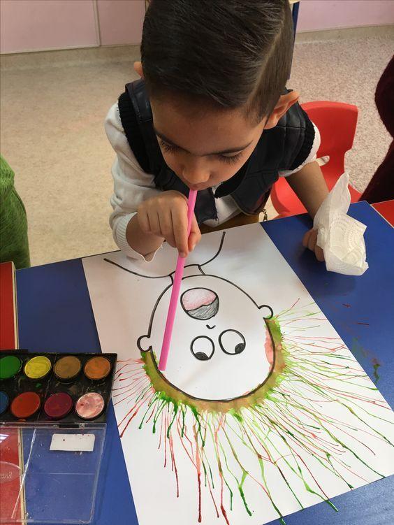 Haus mit Kinderhandwerk-Aquarell