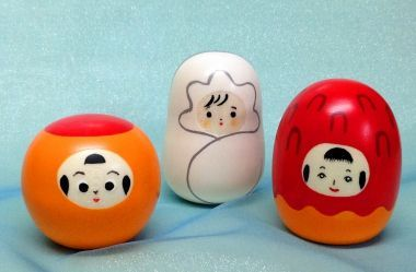 Cute little figurines inspired by kokeshi dolls and especially kokeshi faces.