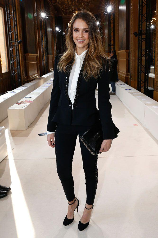 Sofisticación al instante: el blazer esmoquin, de Jessica Alba.  http://www.glamour.mx/moda/shopping/articulos/elegancia-urbana-el-saco-esmoquin-1/1339