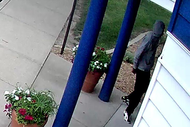 """Early-morning bank robber thwarted by locked doors Sitemize """"Early-morning bank robber thwarted by locked doors"""" konusu eklenmiştir. Detaylar için ziyaret ediniz. http://www.xjs.us/early-morning-bank-robber-thwarted-by-locked-doors.html"""