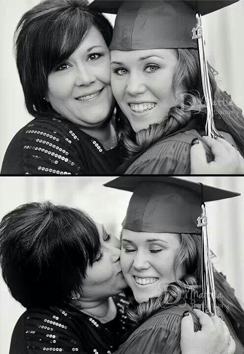Graduation photo idea with mom