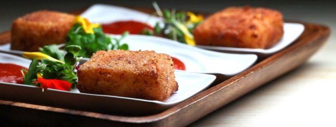 Zeste | Fondues de cheddar frites et coulis de tomates