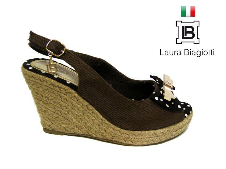 LETNÍ OTEVŘENÁ OBUV NA PLATFORMĚ LAURA BIAGIOTTI Otevřená obuv na platformě pro všechny příležitosti. #dámskámoda #styl #obuv #móda #letniobuv #LauraBiagiotti #obuvnaplatformě