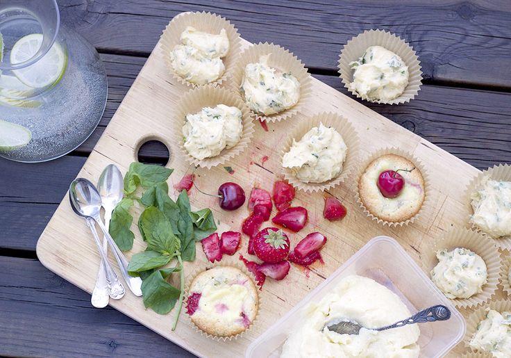 Mina favoritmuffins med jordgubbar, mynta och vaniljkräm!